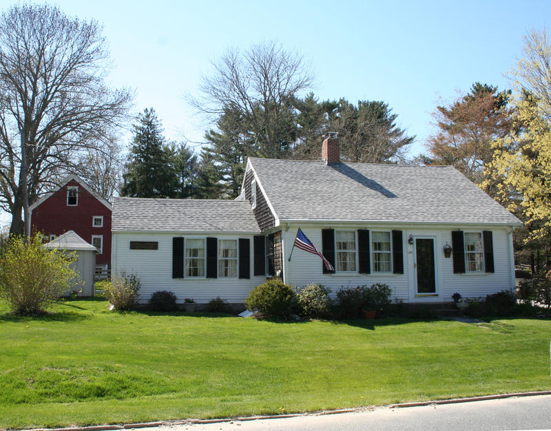 This picture from the spring of 2013 is the house that Melissa was raised in. Located in a small town about an hour south of Boston, it was built in 1750 and originally housed a shoemaker.