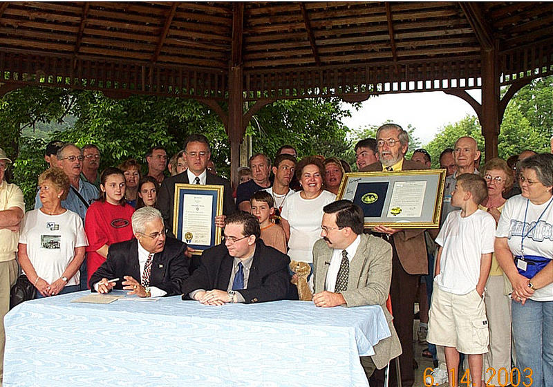The truce signing in 2003 with Reo Hatfield, Bo McCoy and Ron McCoy