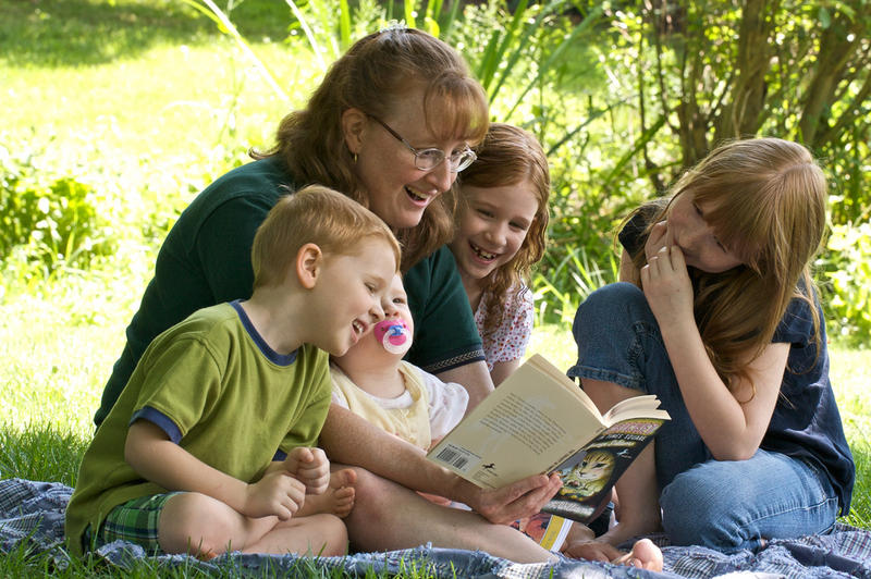 A picture of a family reading together.