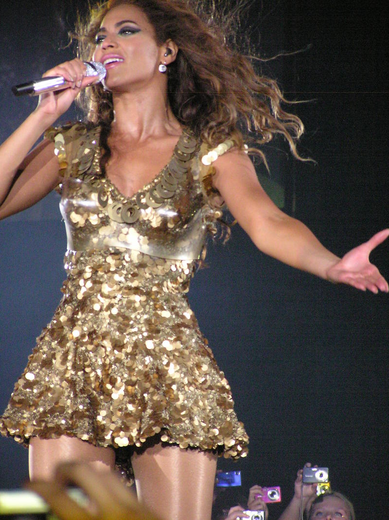 An image of Beyonce performing in Newcastle in 2009