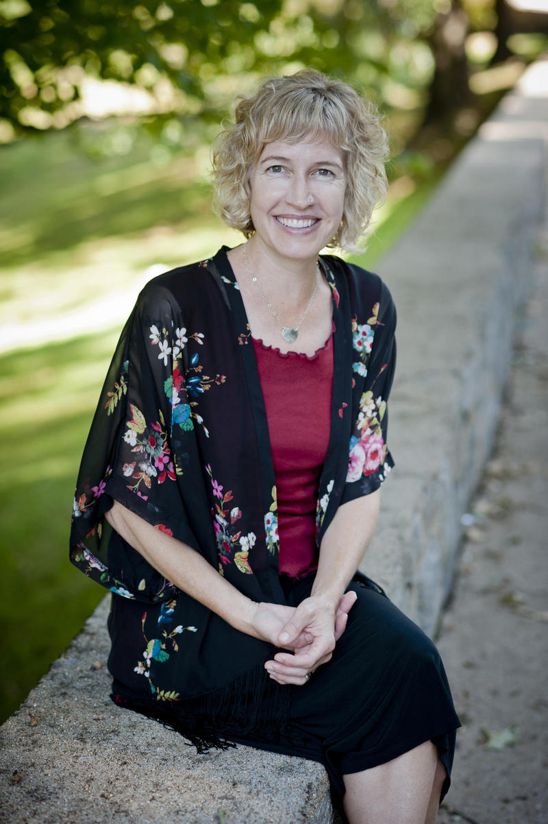 An image of author Laura Wright