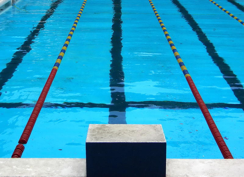 A picture of a competition swimming pool.