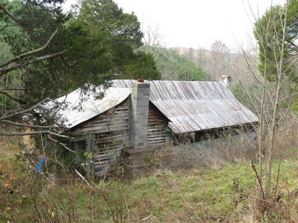 Abandoned farmhouse western North Carolina