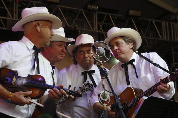 The Earls of Leicester took home the 'Entertainer of the Year' award for the second year in a row at the 2016 International Bluegrass Music Awards.
