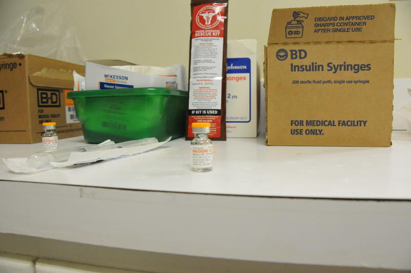 Narcan kits that provide naloxone