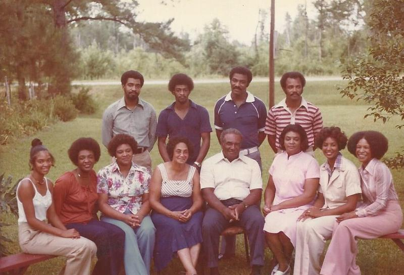 Craig Family photo in front yard in 1977. Back row: brothers W. Calvin, Quinten, Richard, Harvey; front row Phyliss, sisters Bonnie and Carliss, mother Thelma Craig, father Richard C. Craig, sisters Marie, Carol and Dorothy.