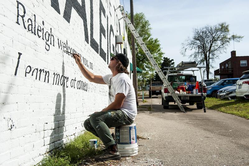 Muralist Scott Nurkin painting
