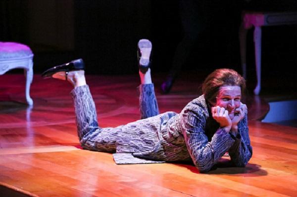 Photo of actor in 'Tartuffe'