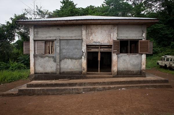 photo of a school building in Equatorial Guinea