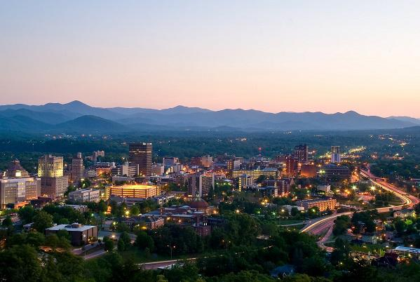 photo of asheville and the surrounding mountains at dusk