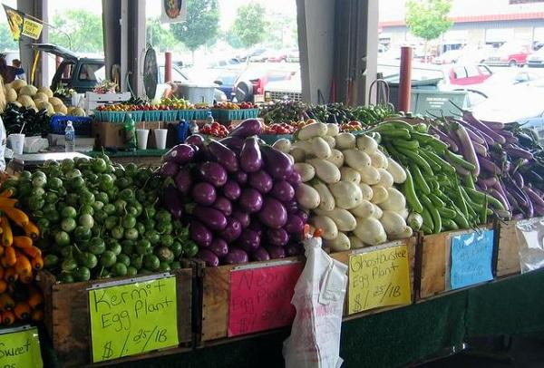 photo of vegetables displayed at a farmers market