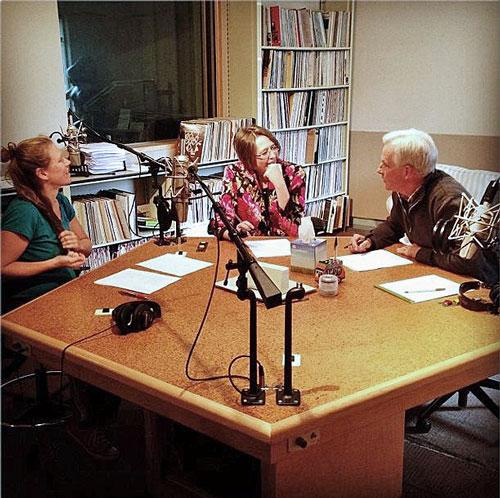 Rachel McCarthy (left) & Carol Jackson with Dick Gordon