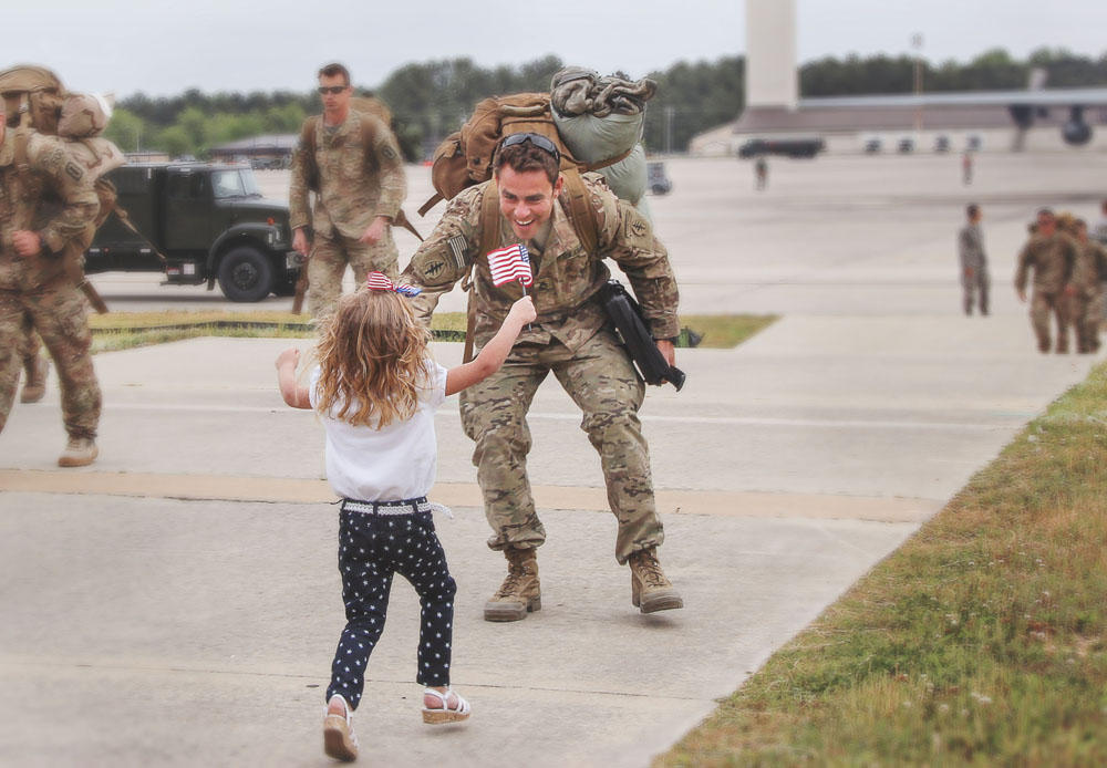 b582962e8d8 PHOTOS  Capturing The Emotion Of A Military Homecoming