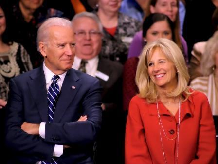 Vice President Joe Biden and Second Lady Dr. Jill Biden listen as President Barack Obama speaks at Pellissippi State Community College (Jan 9, 2015)