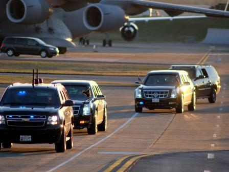 The Presidential Motorcade approaches Air Force One following President Barack Obama's visit to East Tennessee (Jan 9, 2015)