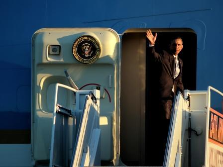 President Barack Obama waves goodbye from Air Force One as he departs McGhee Tyson Airport (Jan 9, 2015)