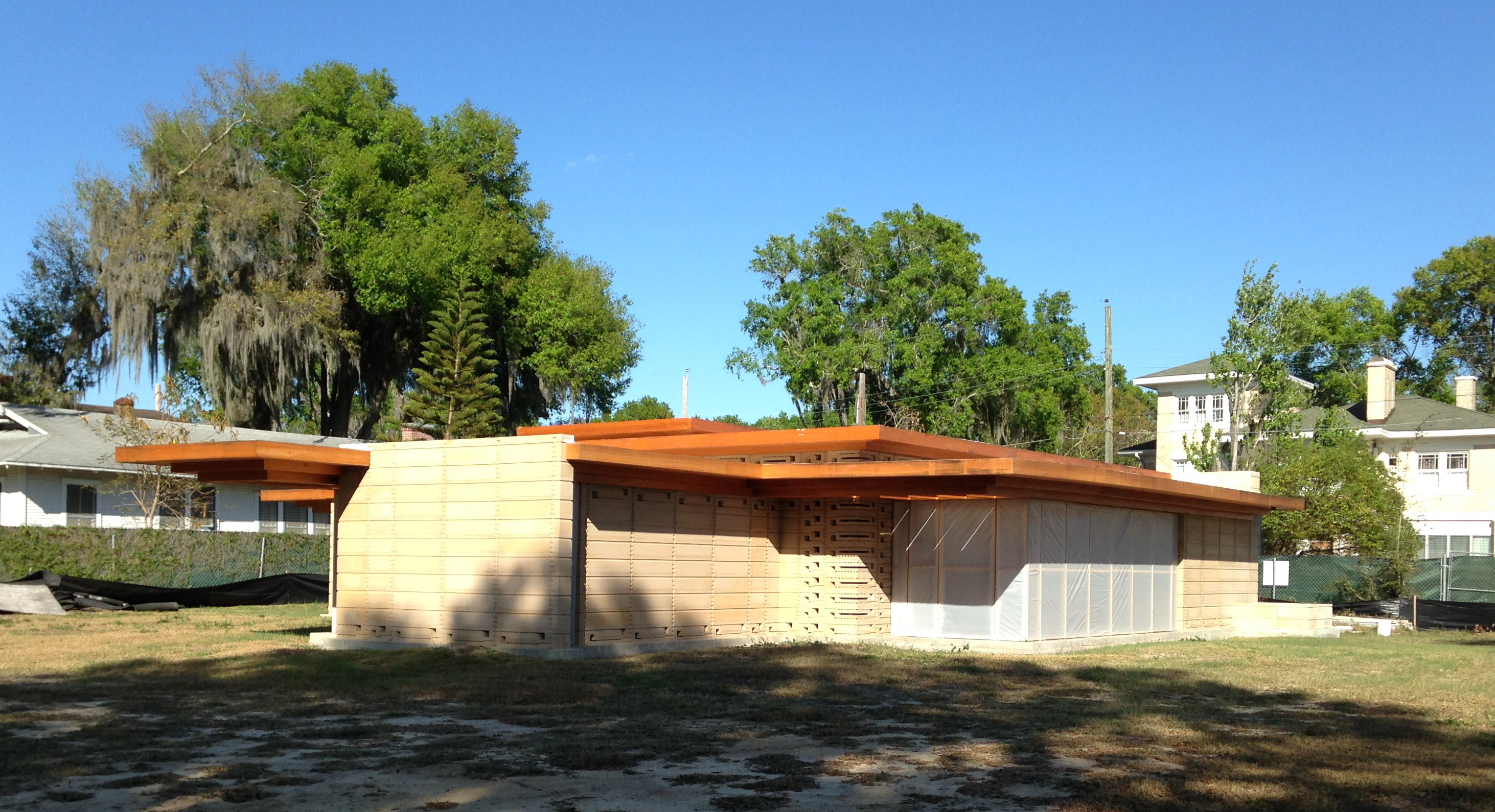 New frank lloyd wright house constructed at florida for Building a house in florida