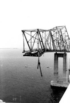 Skyway bridge memorial will be unveiled saturday wusf news for Skyway bridge fishing pier