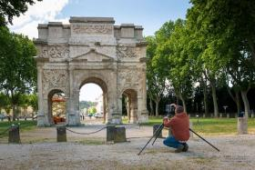 AIST researchers take 3D laser scans of the Triumphal Arch of Orange in France.