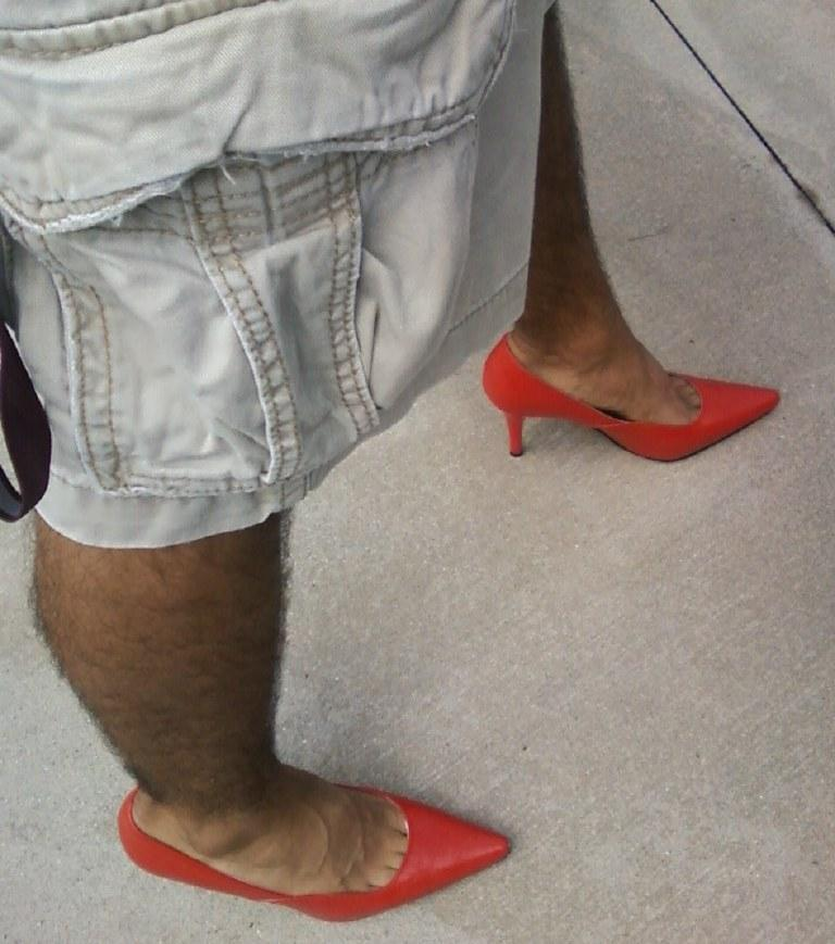 """USF male student wears high heels during 2011 """"Walk a Mile In Her Shoes"""" march"""