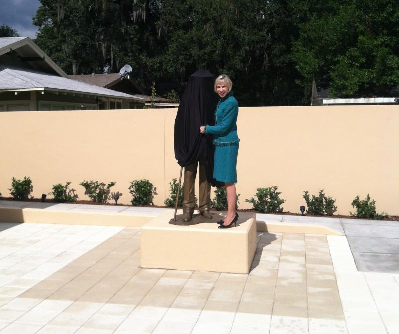 FSC President Ann Kerr gets a sneak peek of the new Frank Lloyd Wright statue