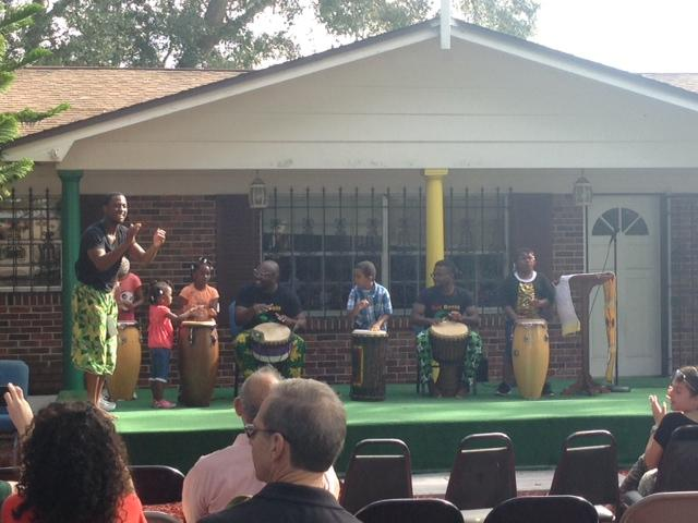 The USF Nwanne na Nwanne student organization provided African music and dancing.
