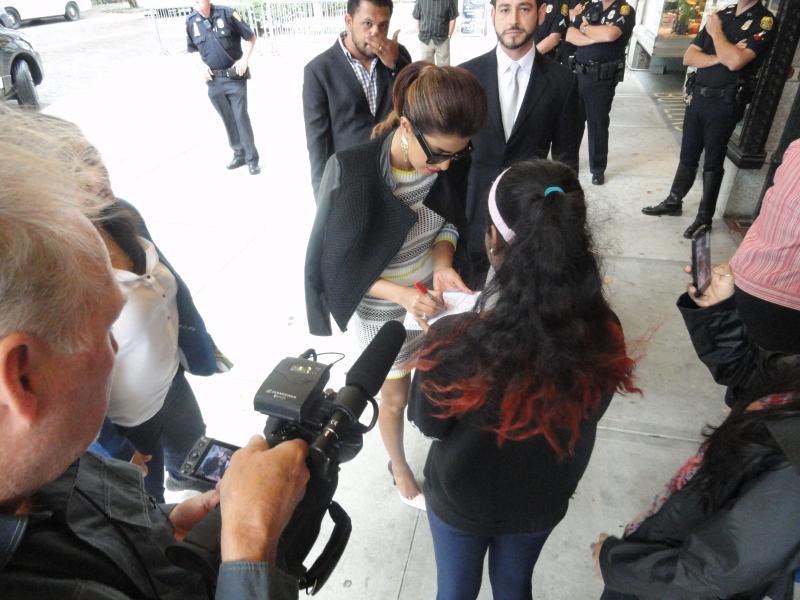 "Priyanka Chopra gets the ""green carpet"" treatment"