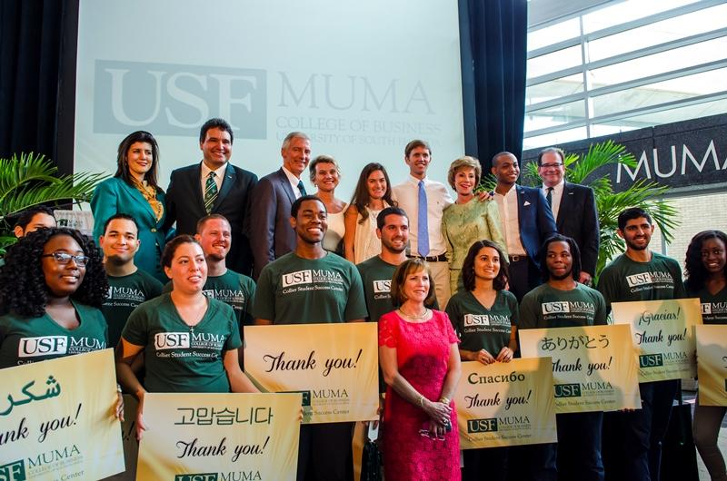 USF Muma College of Business students hold thank you notes for the Colliers.