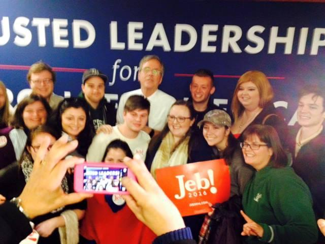 Members of the class (Dr. Judithanne McLauchlan at bottom right) pose with Jeb Bush.