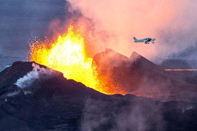 A plane flies over the Bardarbunga volcano in Iceland in Sept. 2014.