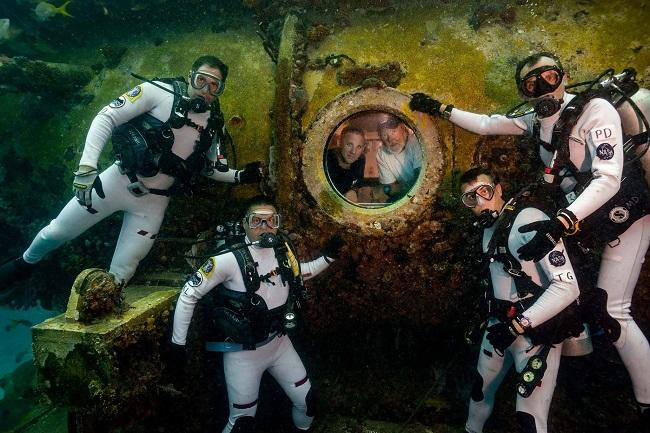 "Dominic D'Agostino (far left) and his fellow ""aquanauts"" pose outside the Aquarius Reef Base habitat, where the NEEMO 22 support team wait."