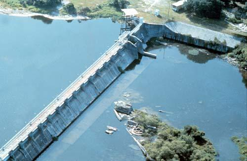 The City of Tampa's dam on the Hillsborough River, with the reservoir on the left
