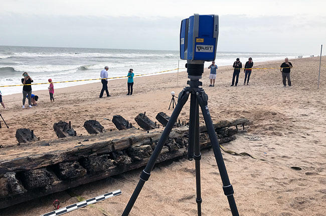 A 3D scanner captures a portion of the shipwreck.