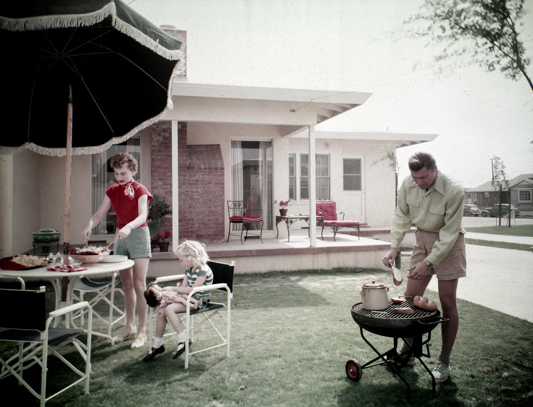 Lakewood Plaza, Outdoor Living Space. Long Beach, Calif., 1950s. Maynard L.  Parker, Photographer. Courtesy Of The Huntington Library, San Marino, Calif.