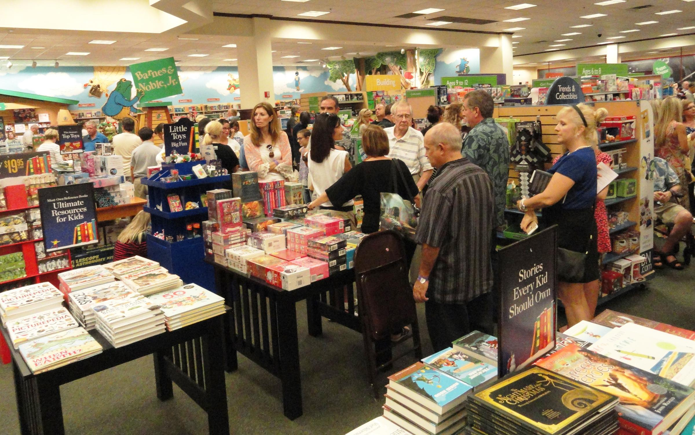 Crowds Greet Ben Carson for Tampa Book Signing