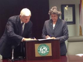 PSC President Dr. Edward Meadows and UWF President Dr. Judy Bense sign the agreement that creates the PSC2UWF partnership.