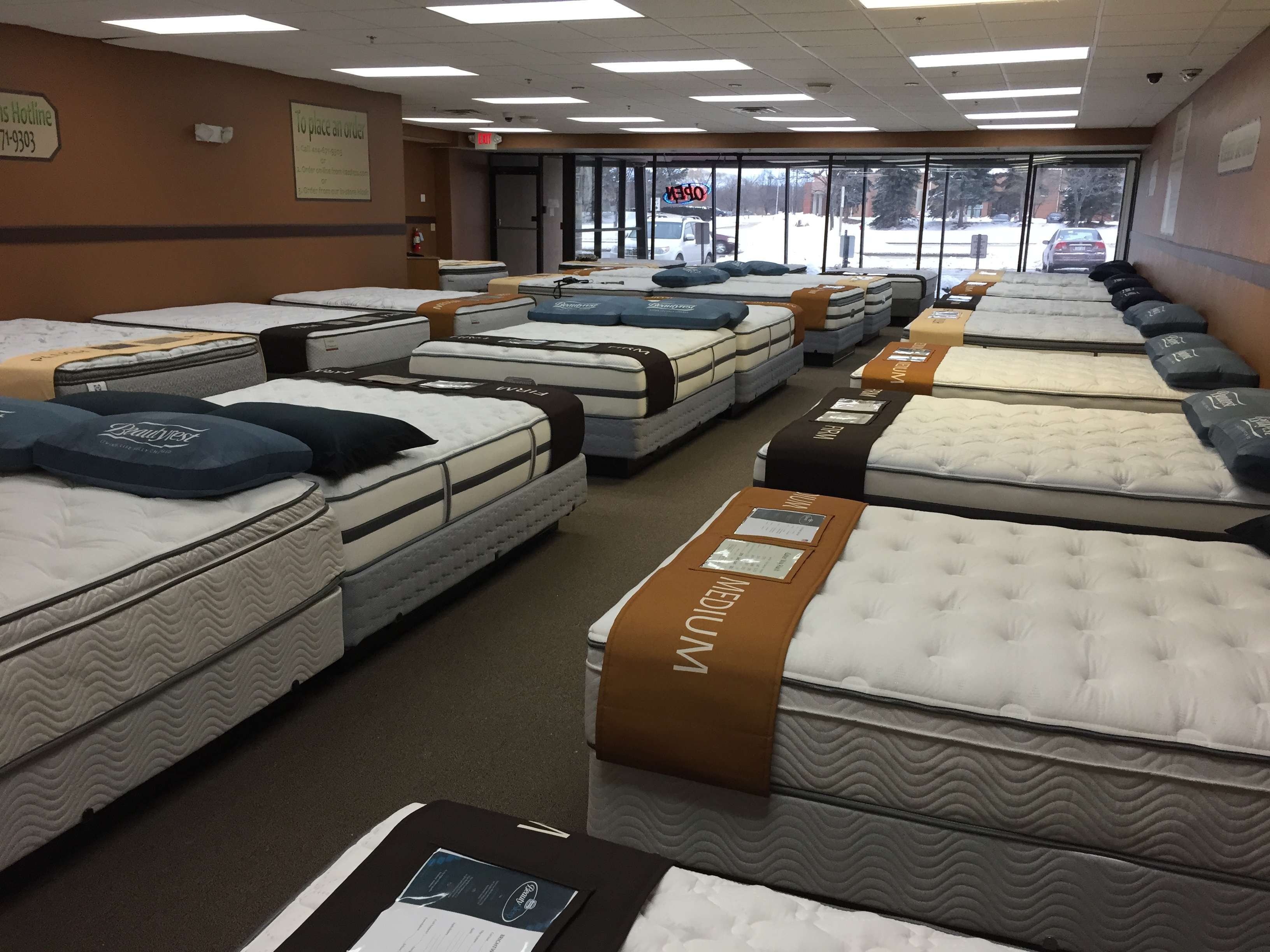 Milwaukee area mattress store tries employee free for Online shopping for mattress