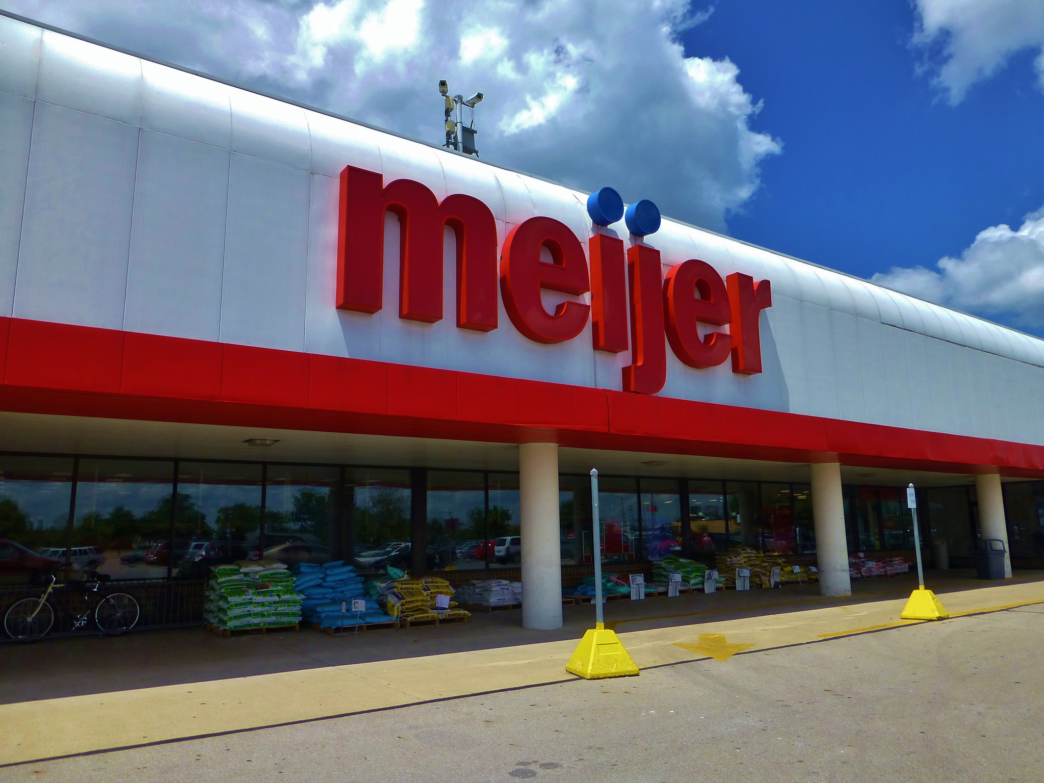 da73307e What Meijer's Entrance into the Milwaukee Grocery Story Scene Might Mean |  WUWM