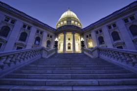State lawmakers last night approved changes in Milwaukee county governance.