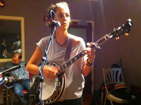 Shannon Carey and her banjo