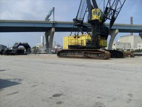 Harbor workers still have plenty to lift