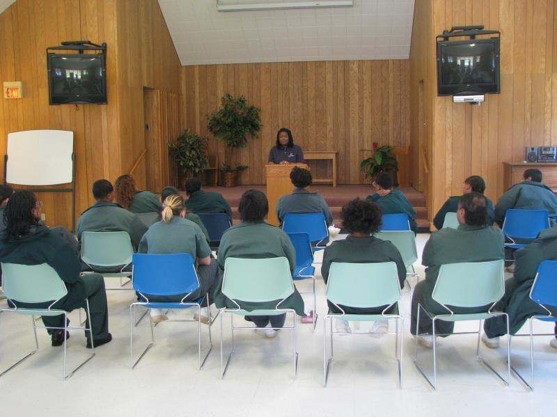 Makisha Biles talks with incarcerated moms