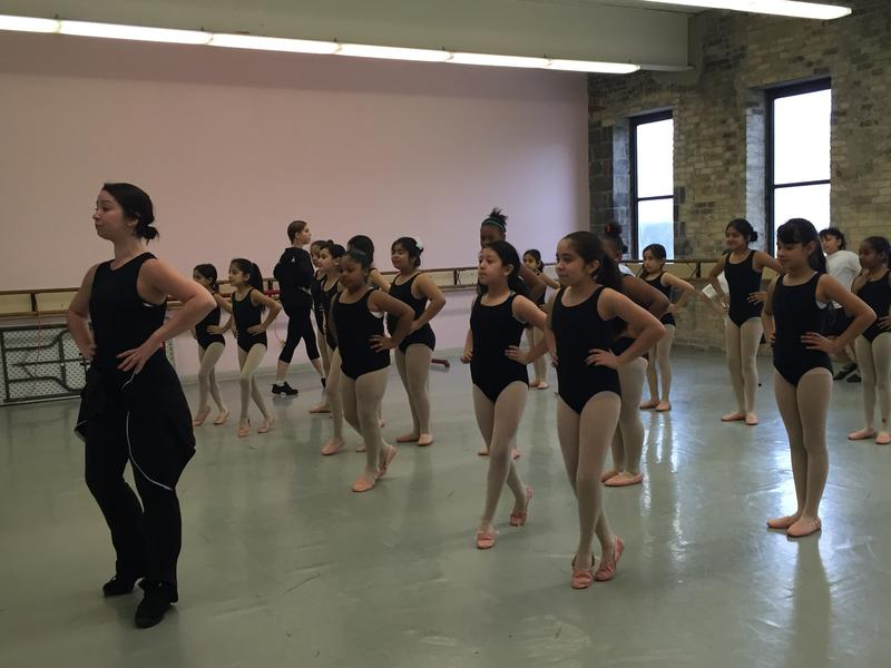 Lori McNichols leads Relevè class at the Milwaukee Ballet School.