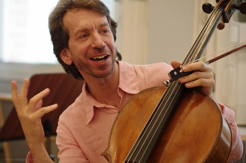 Cellist Robert Cohen
