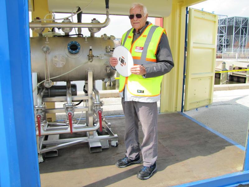 Co-inventor Dick Davie demonstrates treatment of Menomonee River water.