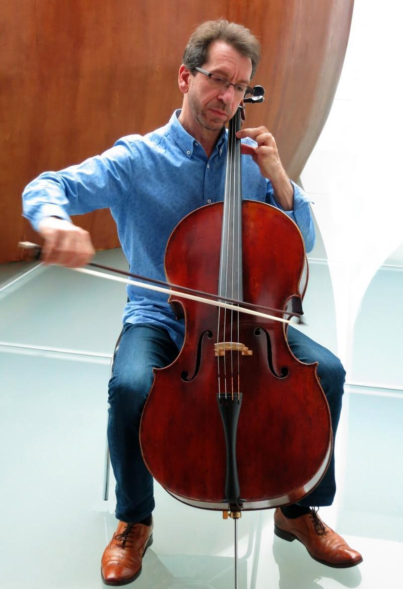 Cellist Robert Cohen