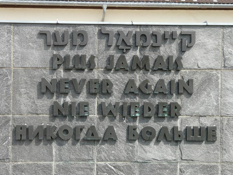 "Inscription "" Never again"" (in the languages ​​Yiddish , French , English, German and Russian) as part of the International Memorial."