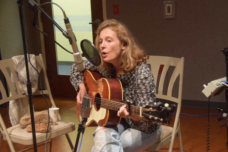 Singer-songwriter Tift Merritt, performing in WUWM's Studio C1.