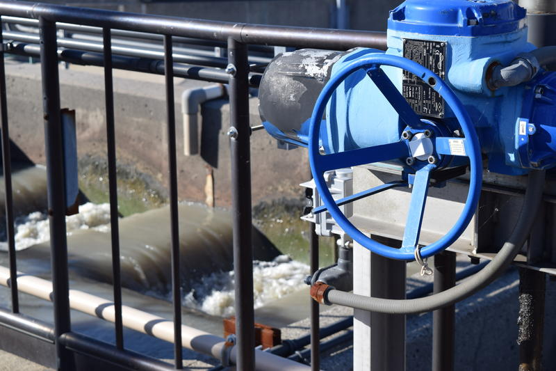 Waste water is moved into the settling tanks.