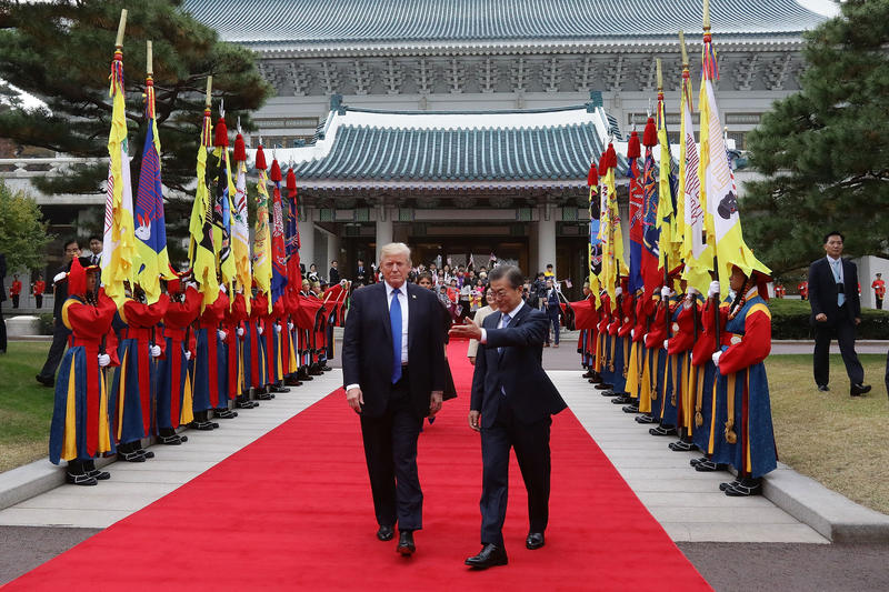 South Korean President Moon Jae-In (R) and U.S. President Donald Trump (L) walk towards a guard of honour during a welcoming ceremony at the presidential Blue House on November 7, 2017 in Seoul, South Korea.